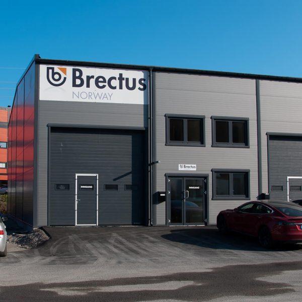 Skilt på bygg og fasade fra Brectus