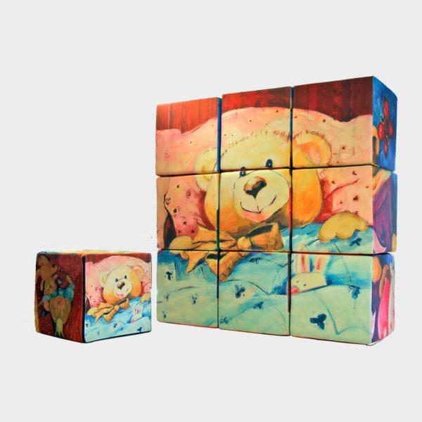 Kube byggesett satt opp i en firkant